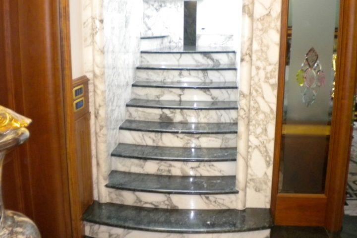 Stepenice od kamna u kuči