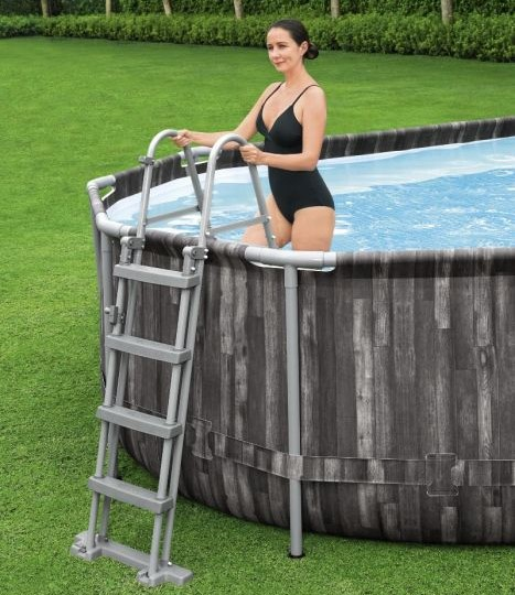 Montažni bazen s drvenim uzorkom